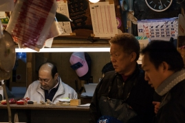 Tsukiji - counting the money - pic 1