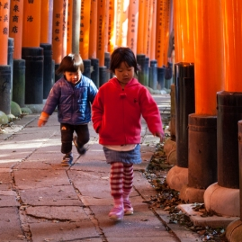 Fushimi Inari - young hikers (IMG_7978)