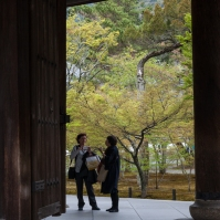 Sanmon Gate - conversation