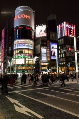 Ginza Crossing - San-ai building at night