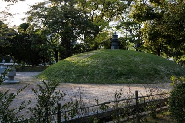 Memorial Mound - pic 2