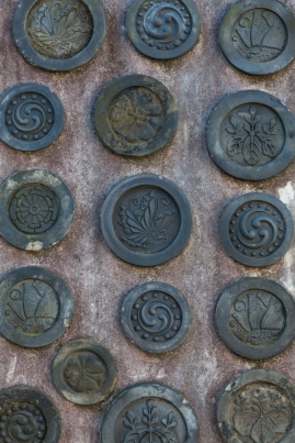 Feudal crests remembered