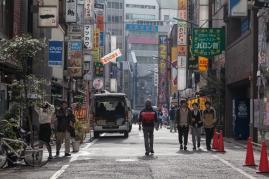 61-05-shinjuku-streets-pic-2-img_0687