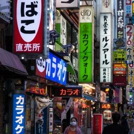 61-11-shinjuku-streets-pic-4-img_1179