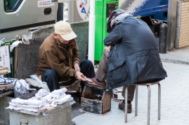 61-17-shoeshine-vendor-img_1189