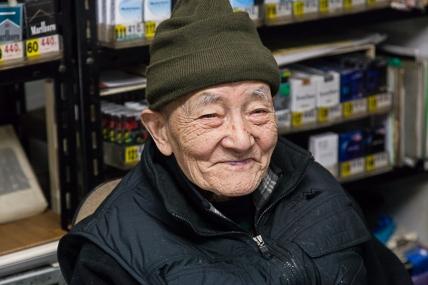 69.18 Dotonbori Cigarette Vendor (IMG_5311)