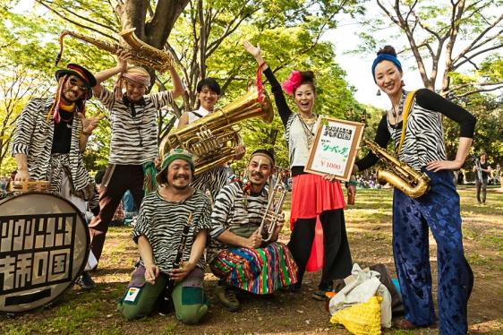 69.20 Musicians in Yoyogi Park (IMG_8603)
