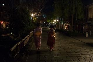 Busy Geisha - Kyoto