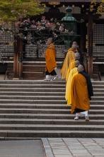 Ninnaji - monks at end of day