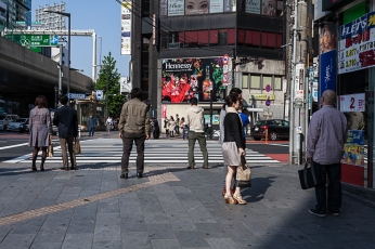 Proxemic behaviour in Roppongi
